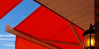 Wie gemacht für Balkone und Terrassen: Markisen bieten umfassenden Sonnenschutz.