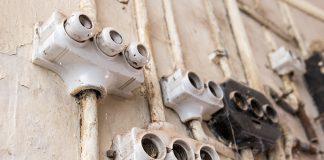Von einer alten Elektroinstallation kann eine nicht unerhebliche Gefahr ausgehen.