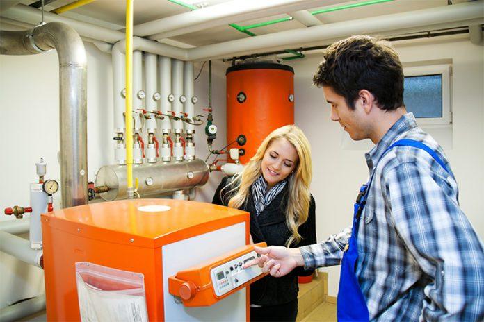 Auch Ölheizungen lassen sich mit alternativen Energiequellen kombinieren.