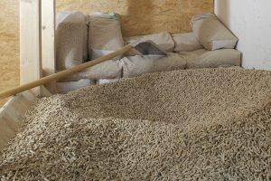 Es gibt unterschiedliche Formen der Lagerung von Pellets. Der Lagerort muss aber unbedingt trocken sein.