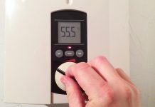 Können mit Strom oder Gas betrieben werden: Durchlauferhitzer.