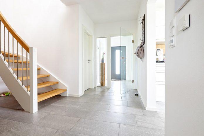 Vorraum und Nebenräume werden häufig als Ablage für alles mögliche verwendet. Sorgen Sie deshalb bereits bei der Planung für genügend Stauraum und damit für ein harmonisches Gesamtbild.