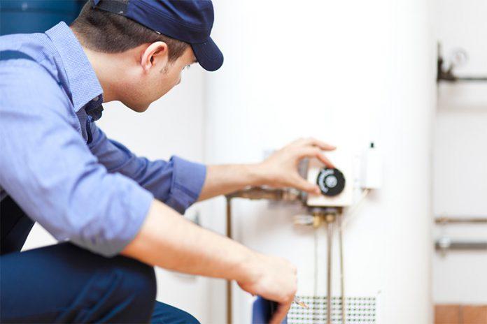 Den Warmwasserspeicher regelmäßig zu reinigen sorgt nicht nur für geringere Energiekosten, sondern auch für mehr Hygiene.