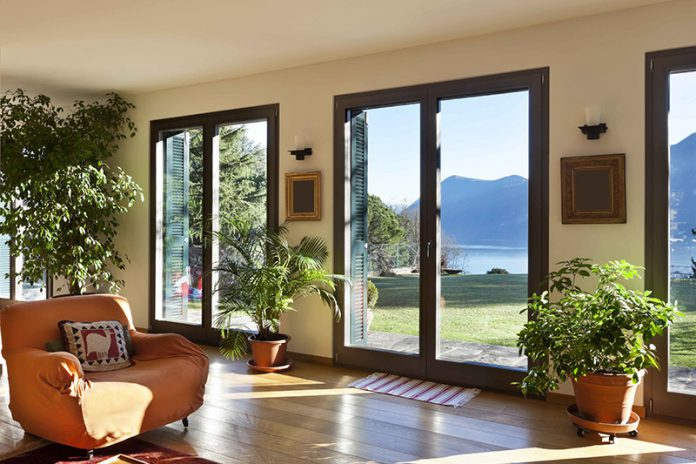 Natürlichkeit, Ästhetik und Langlebigkeit zeichnen Holzfenster aus.