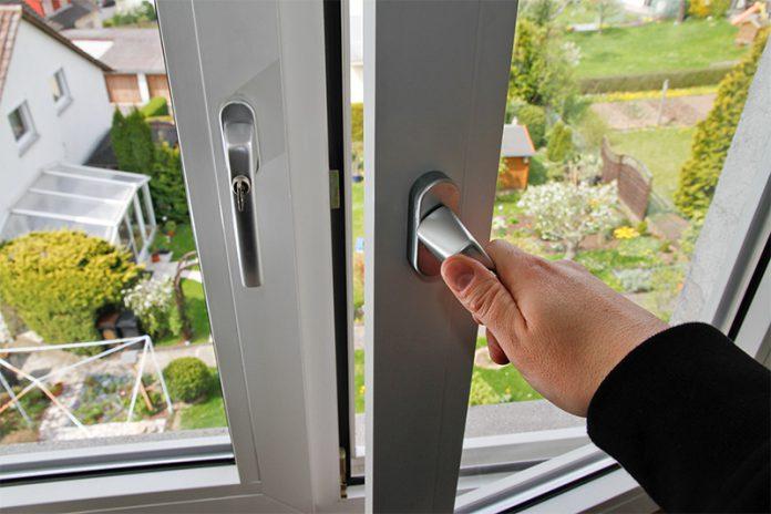Aluminium Fenster sind zwar teurer als andere Fensterarten, gelten aber als besonders langlebig.
