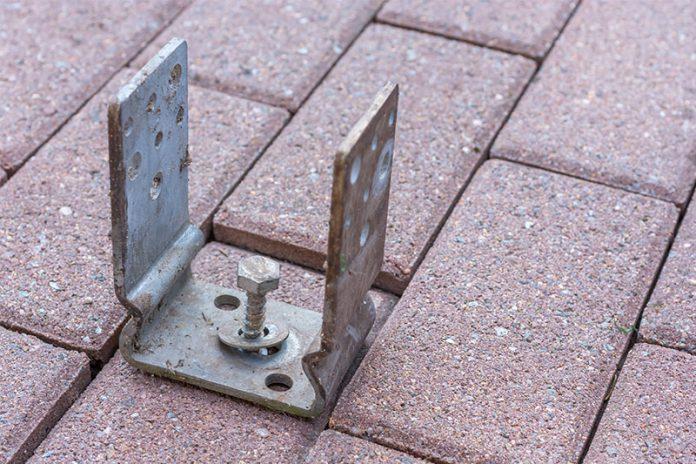 Egal ob Zaun, Blickschutz oder Carport: Pfosten verankern ist das Um und Auf und gewährleistet entsprechende Standsicherheit.