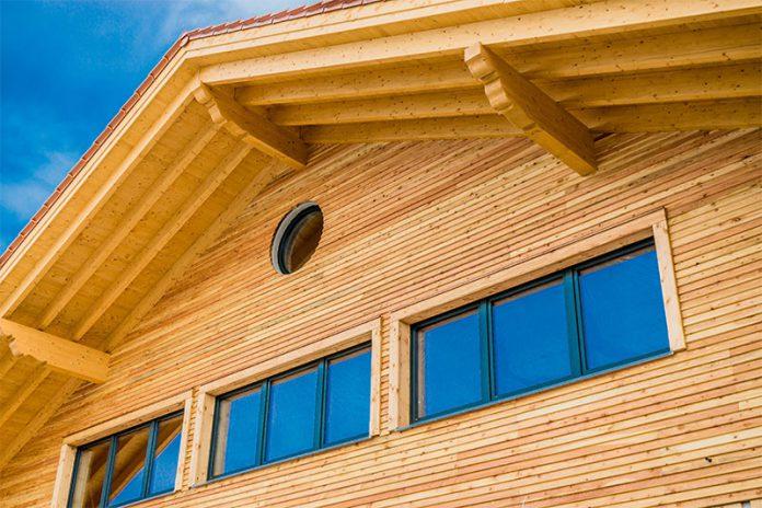 Mit der Holzrahmenbauweise kann die Bauzeit im Vergleich zu anderen Varianten verkürzt werden.