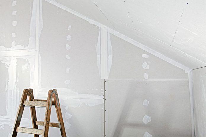 Gipskartonplatten oder doch eine ökologische Alternative wie Strohbauplatten? Das fragen sich viele Bauherren.