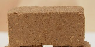 Lehmsteine sind keineswegs ein überholter Baustoff. Ihre positiven Eigenschaften, besonders das angenehme Wohnklima, machen sie auch heute wieder interessant.