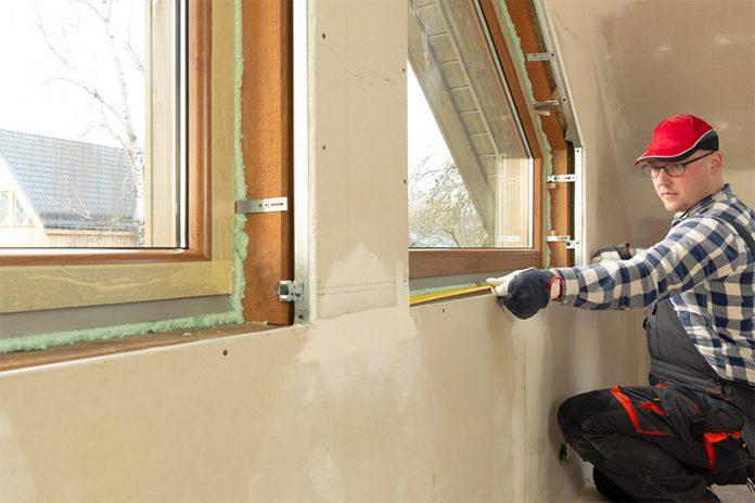 Die einfachste Variante zur Montage der Fensterbänke ist es, so genannte Ausgleichsstreifen zu verwenden.