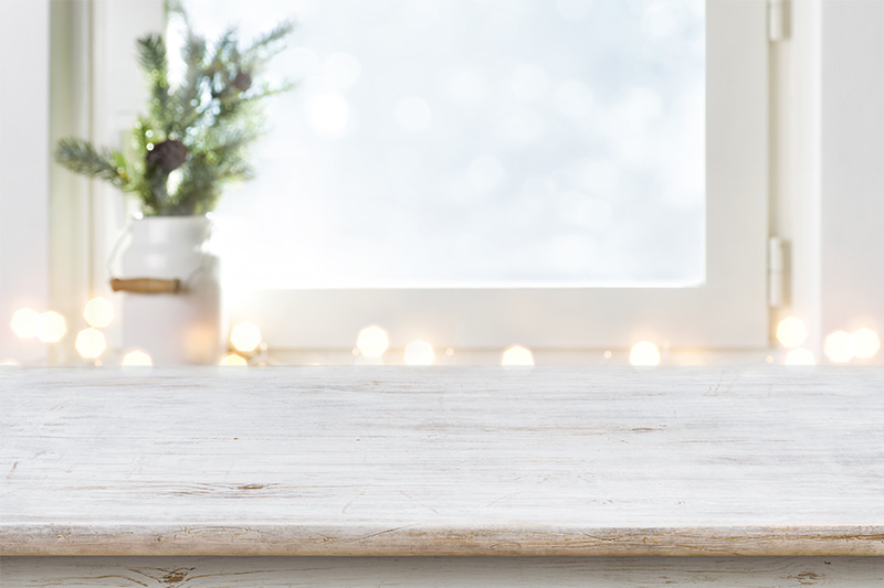 Fensterbänke können aus Stein, Aluminium oder Holz gefertigt sein.