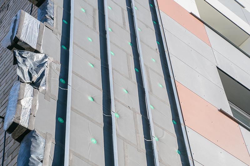 Der Kreativität für verschiedene Materialien sind bei der vorgehängten hinterlüfteten Fassade (VHF) keine Grenzen gesetzt.