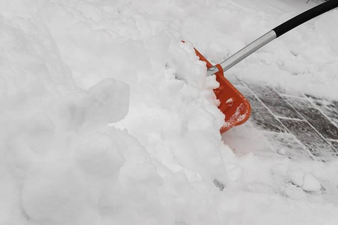 Schnee, Schneeschaufel
