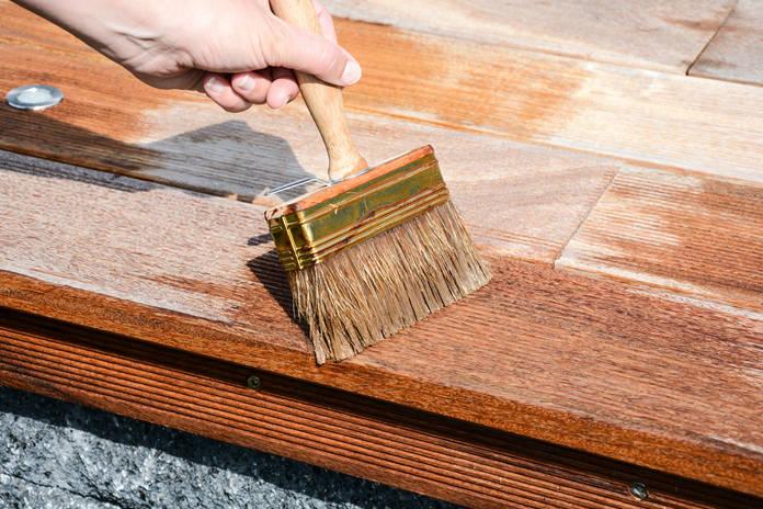 Terrasse streichen, Holz streichen
