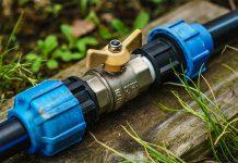 Eine Wasserleitung im Garten zu verlegen ist eine anspruchsvolle Aufgabe.
