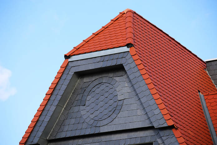 Fassade mit Schieferplatten