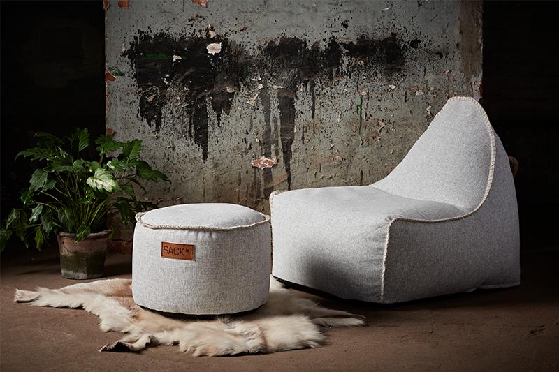 Hocker und Sitzsack in den passenden Farben kombiniert: RETROit Cobana White.